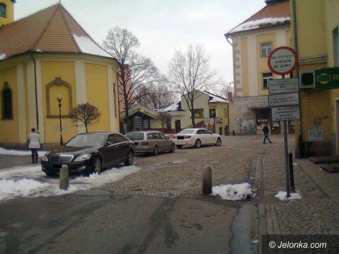 Jelenia Góra: Czytelnik: przyjemniej parkować bezpłatnie i pod kontrolą kamery...