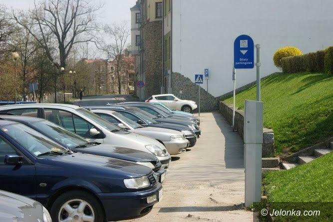 Jelenia Góra: Jeleniogórzanie strefę parkowania mają w… poważaniu