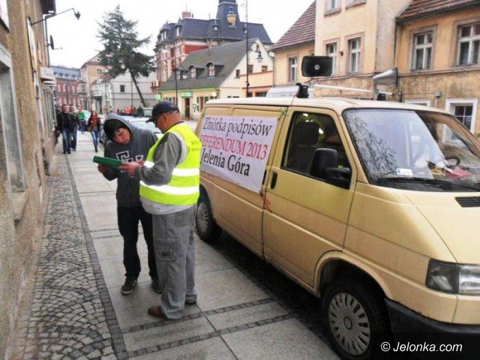 Jelenia Góra: Samochód referendalny ruszył w trasę