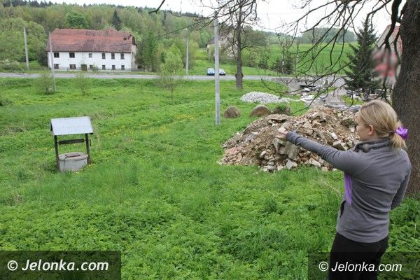 Region: Odpady przy studni z wodą pitną w Pasieczniku