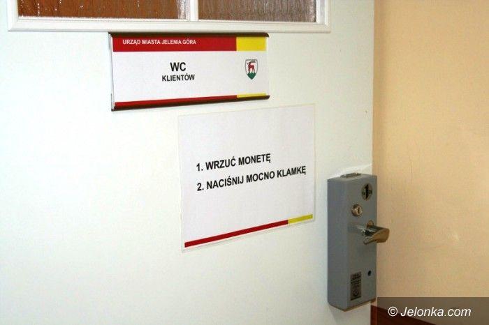 Jelenia Góra: Czytelnicy: Płatne toalety w urzędach to skandal!