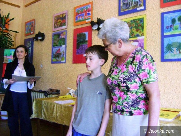 Jelenia Góra: Młodzi artyści odebrali w MDK nagrody za wiosenne obrazki