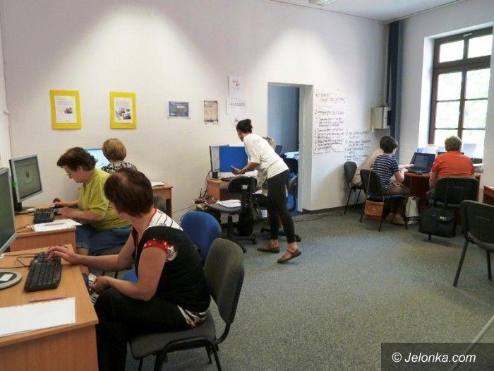 """Jelenia Góra/region: Seniorzy poznali komputer w """"Inkubatorze"""""""