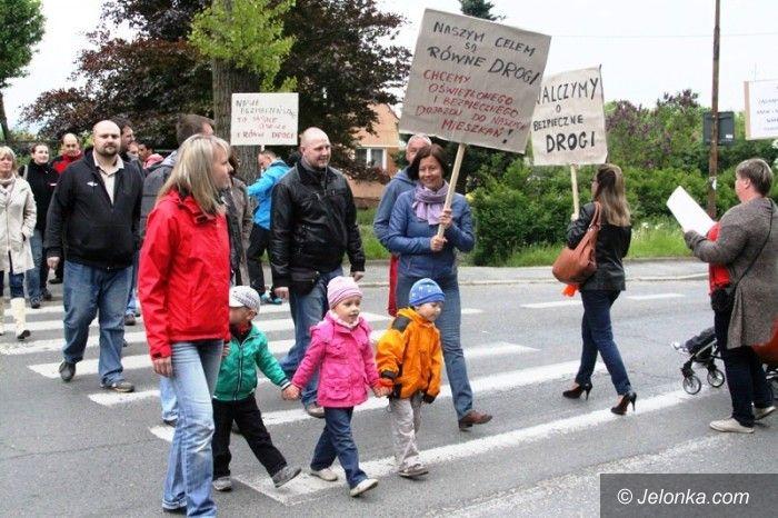 Jelenia Góra: Zablokowali drogę w walce o remont swoich ulic