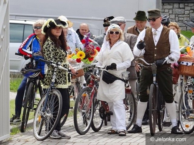 Jelenia Góra: Cykliści paradowali retro i… osobliwie