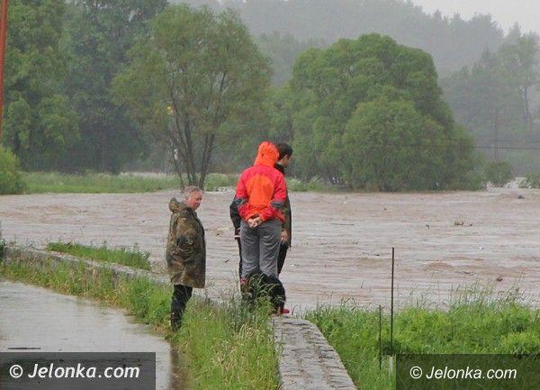 Jelenia Góra - region: Zalane drogi. Poziom wody w rzekach rośnie