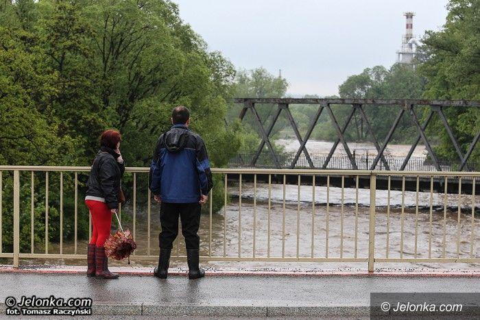 Jelenia Góra/region: Wody w Jeleniej Górze opadają, gorzej jest w powiecie