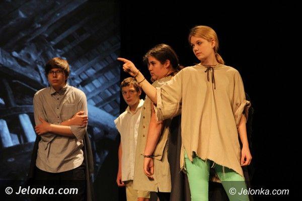 """Jelenia Góra: Uczniowie  """"Żeroma""""  grają w teatrze młodzieży trzech krajów"""