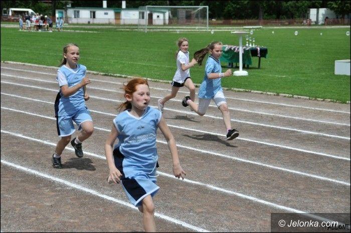 Jelenia Góra: Młodzi sportowcy rywalizowali w trójboju lekkoatletycznym