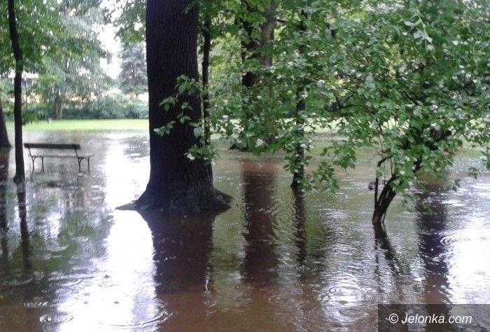 Jelenia Góra: Park Zdrojowy po deszczu zamienił się w jezioro!