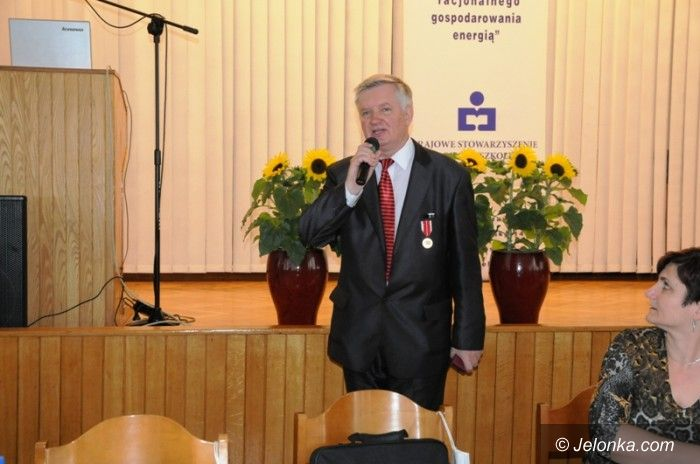 Jelenia Góra: Medal Komisji Edukacji Narodowej dla jeleniogórzanina