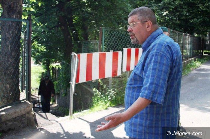 Jelenia Góra: Mieszkańcy: zamiast nam pomóc, zamknęli przejście!
