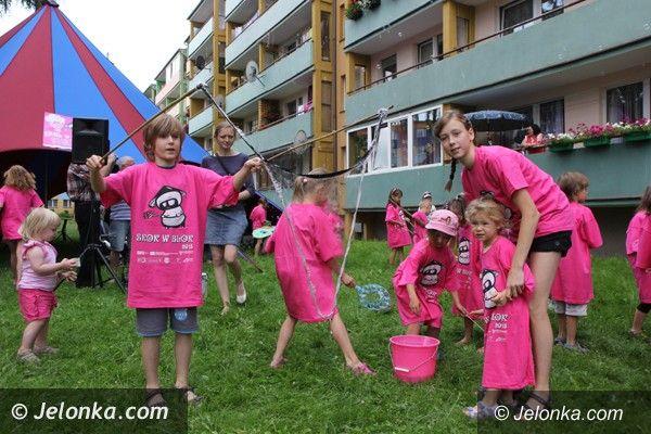 """Jelenia Góra: """"Skok w blok"""" robi furorę wśród dzieci"""