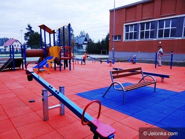 Jelenia Góra: Kolejne dwa place zabaw dla szkół