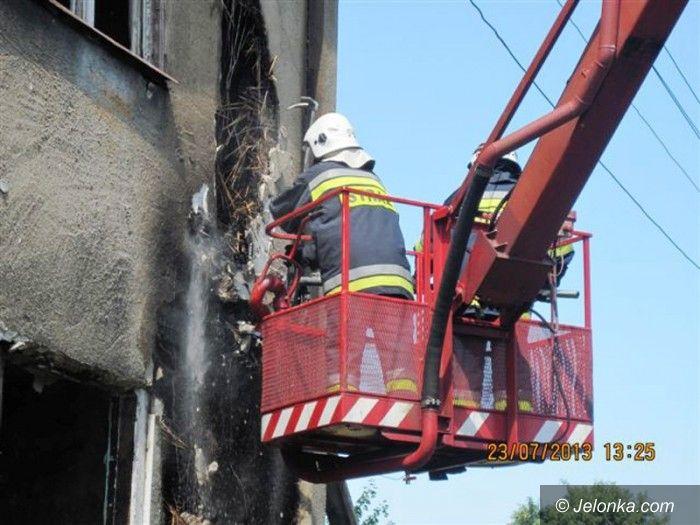 Jelenia Góra: Płonął pustostan na Powstańców Śląskich