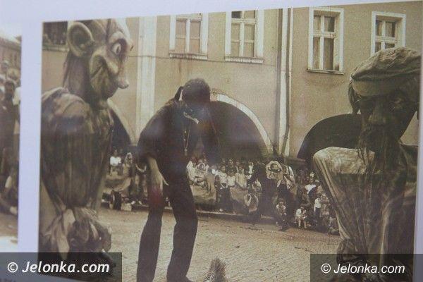 Jelenia Góra: Historia Festiwalu Teatrów Ulicznych w Galerii Mrocznej