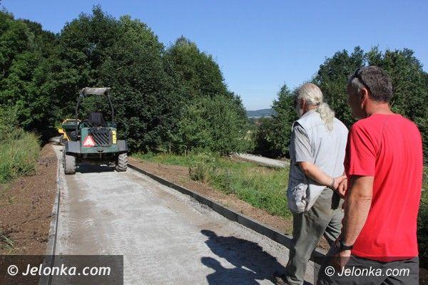 Jelenia Góra: Budowa ścieżki nartorolkowej na ukończeniu