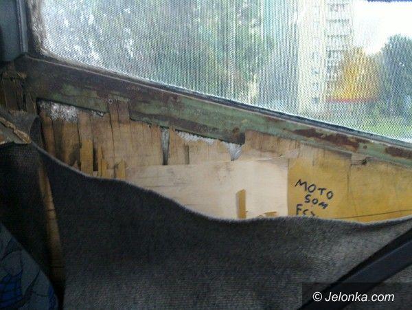 Jelenia Góra: Wandale niszczą darmowy autobus do Reala
