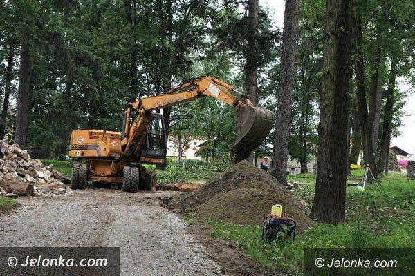 Region: Trwa rewaloryzacja parku w Mysłakowicach