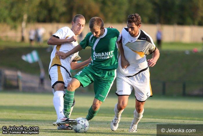 IV-liga piłkarska: Trzy punkty zostały w Kowarach!
