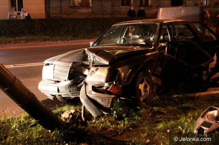 Jelenia Góra: Zderzenie mercedesa z autem policyjnym