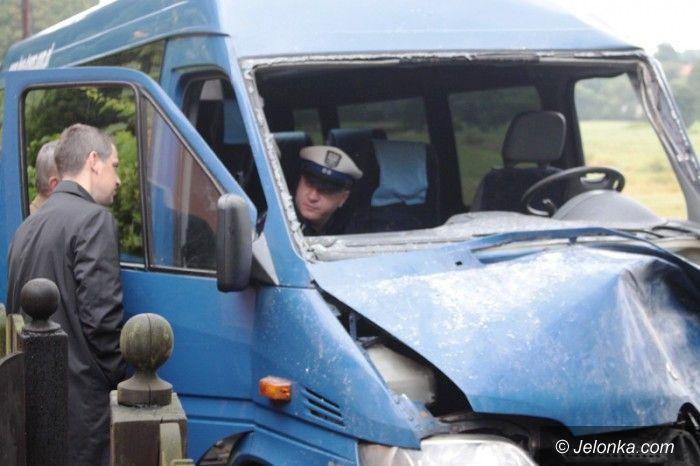 Region: Czołowe zderzenie busa z ciągnikiem. Są ranni (AKTUALIZACJA)
