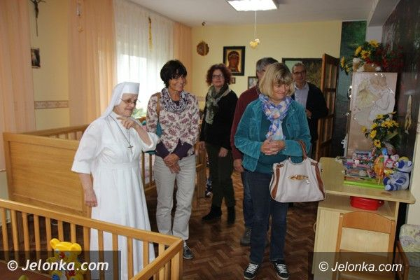 Powiat: Niemieccy pedagodzy odwiedzili DPS w Szklarskiej Porębie