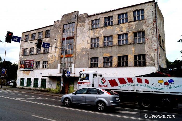 """Jelenia Góra: Budynek dawnych warsztatów """"Mechanika""""  straszy"""