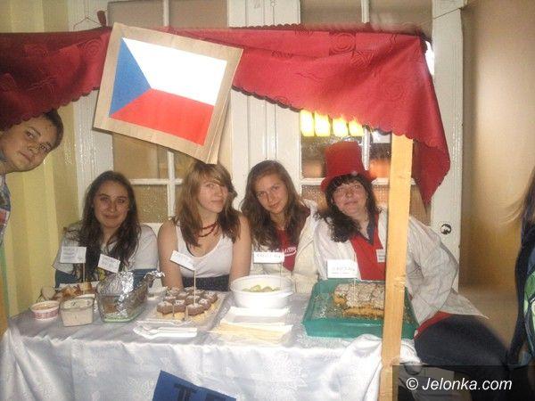 Jelenia Góra: Uczniowie Gimnazjum nr 1 poznawali inne kultury