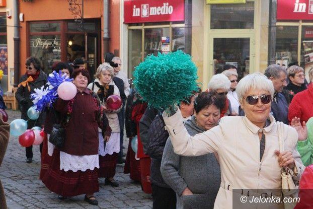 Jelenia Góra: Senioralia: tłumna parada na początek, a potem...