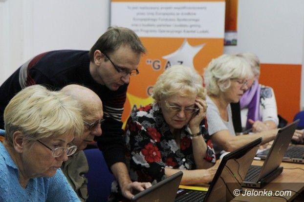 Jelenia Góra: Aktywni seniorzy surfują po internecie