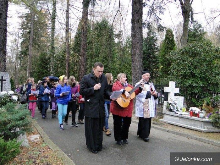 Jelenia Góra: Modlitwa za nauczycieli i uczniów, którzy odeszli