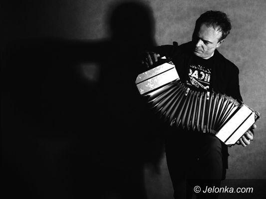 Jelenia Góra: Akordeonista Wiesław Prządka w Metaforze