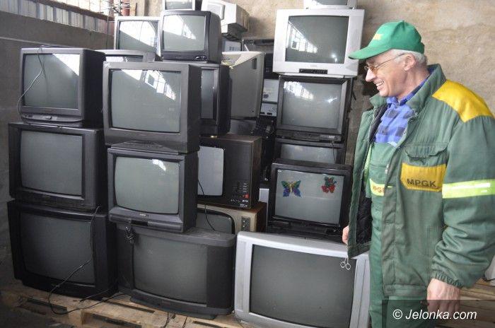 Jelenia Góra: Meble, opony, akumulatory oddaj za darmo