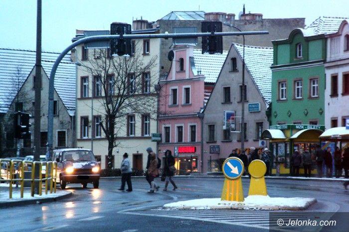 Jelenia Góra: Spadł śnieg, akcja zima ruszyła od niedzieli