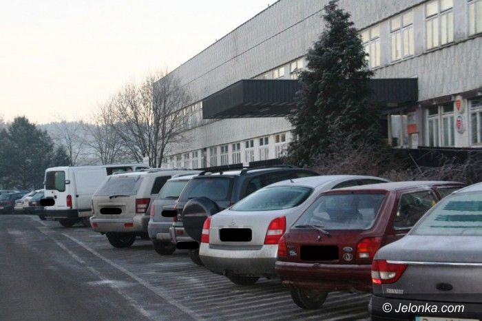 """Jelenia Góra: Pracownicy szpitala: w świątecznym """"prezencie"""" płatny parking"""