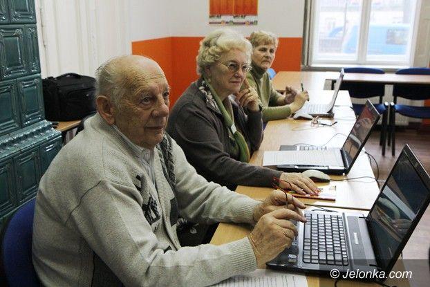 Jelenia Góra: Coraz więcej seniorów chce się uczyć