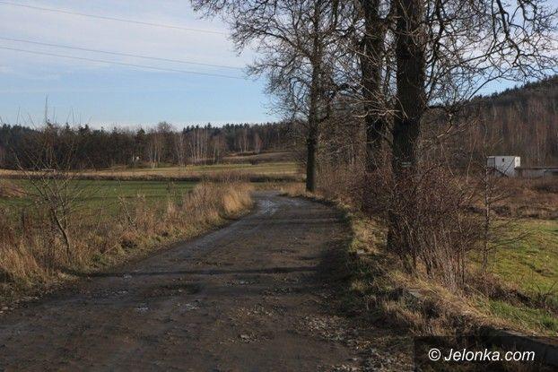 Powiat: Droga z Cieplic do Staniszowa to dziura na dziurze