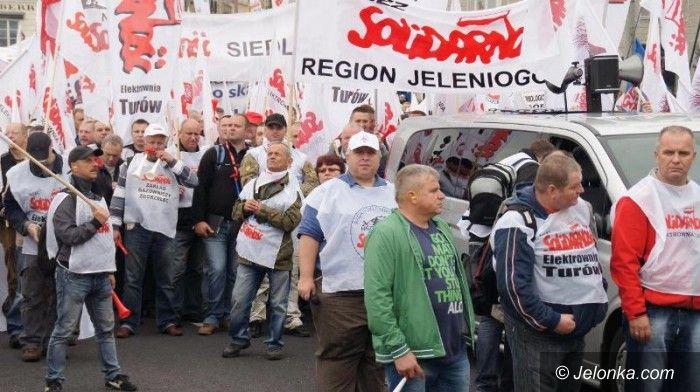 Jelenia Góra/kraj: Solidarnościowcy jadą do Warszawy w obronie Ukrainy
