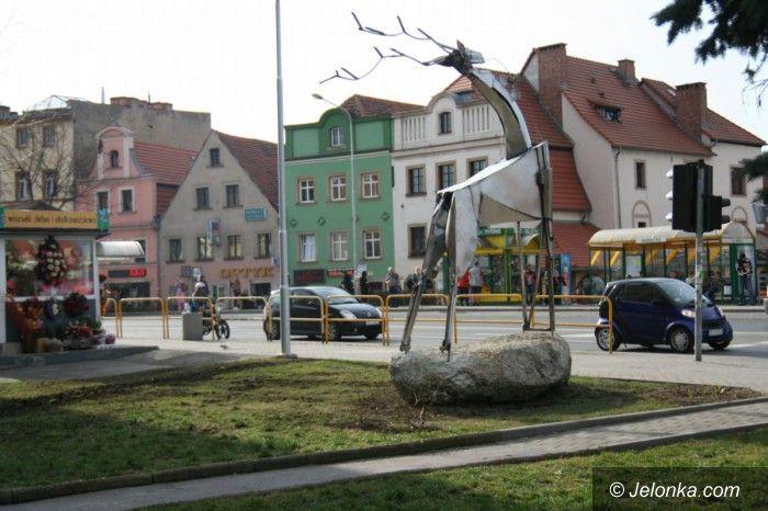 Jelenia Góra: Skwerek na Podwalu z jeleniem