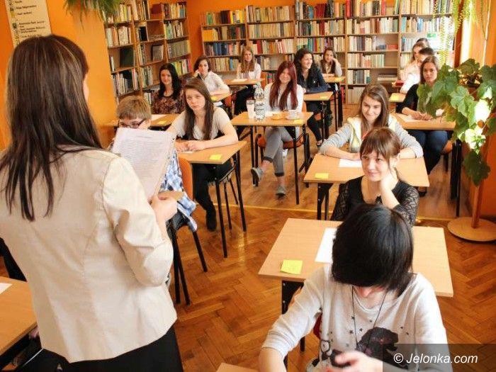 Jelenia Góra: Dyktando dla gimnazjalistów z rzekotką i hochsztaplerem