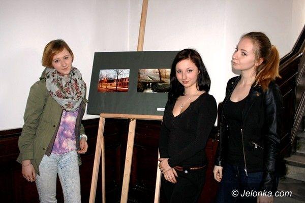 Jelenia Góra: Fotografie uczniów Rzemiosł w Ratuszu