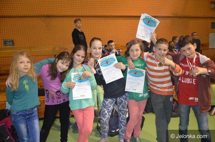 Lubań: Udane starty pływaków Just Swim