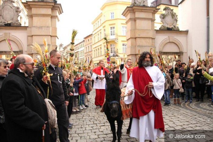 Jelenia Góra: Radosna procesja w Niedzielę Palmową