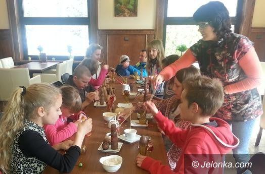 Szklarska Poręba: W Szklarskiej Porębie malowano czekoladą pisanki