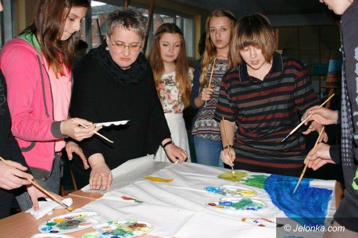 """Region/Jelenia Góra: Gimnazjaliści z """"Rzemiosł"""" malowali krajobrazy"""
