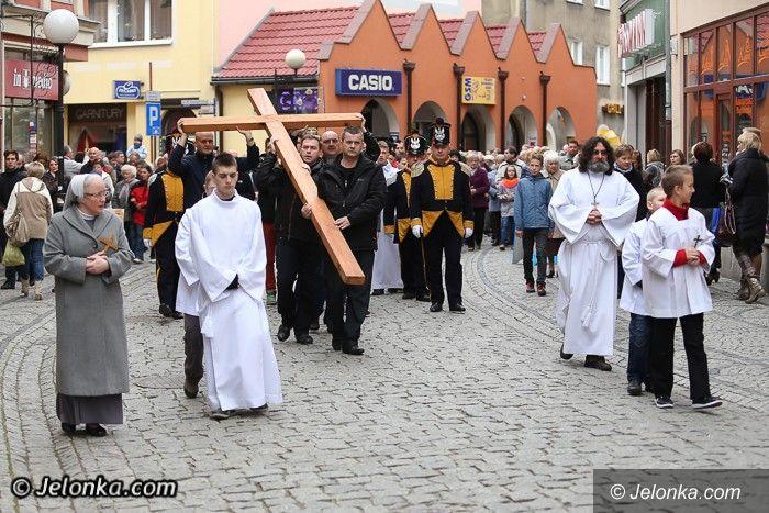 Jelenia Góra: Droga Krzyżowa przeszła ulicami Jeleniej Góry