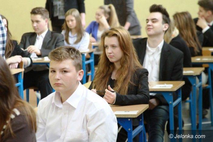 Jelenia Góra: Trwają testy gimnazjalne. Dzisiaj przedmioty ścisłe
