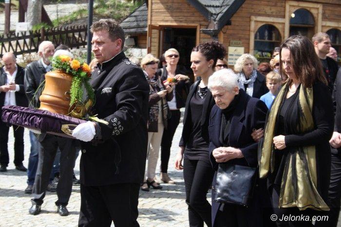 Karpacz: Tadeusz Różewicz spoczął przy świątyni Wang
