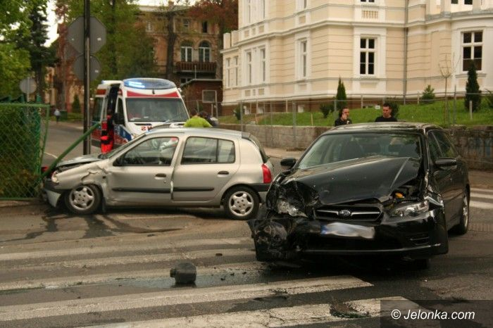 Jelenia Góra: Zderzenie na skrzyżowaniu Norwida z Mickiewicza (aktualizacja)